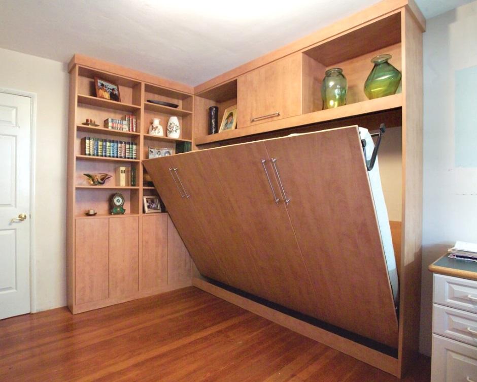 одновременно и шкаф, и широкая кровать