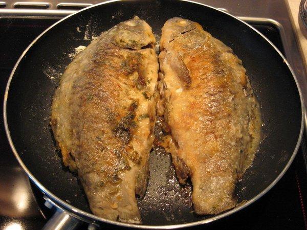 устранить запах со сковороды