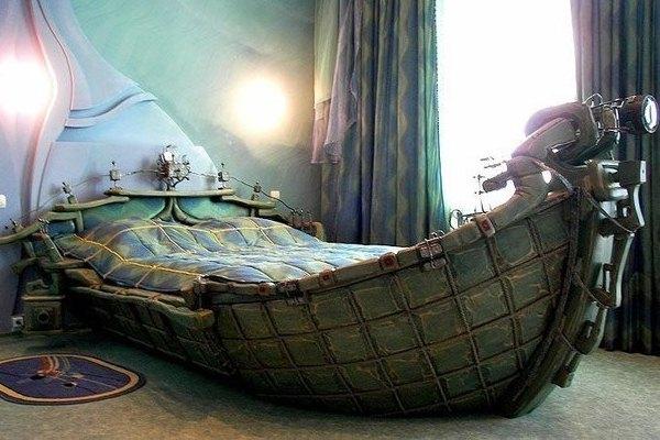 кровать в виде ладьи