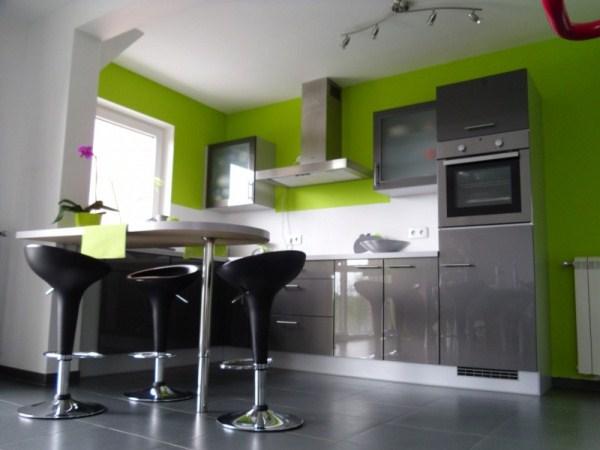 дизайн кухни цвета лайм