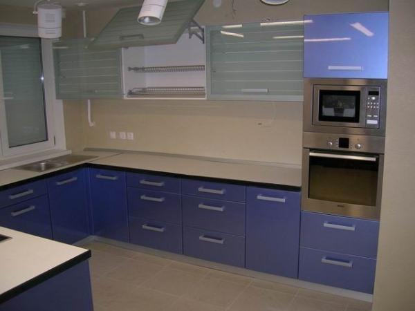 голубая кухня хай-тек