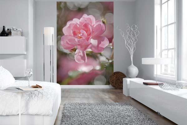 розовые бутоны для белой спальни