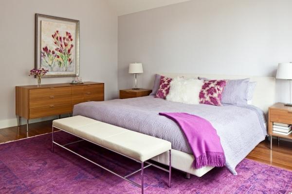 темно-лиловое напольное ковровое покрытие