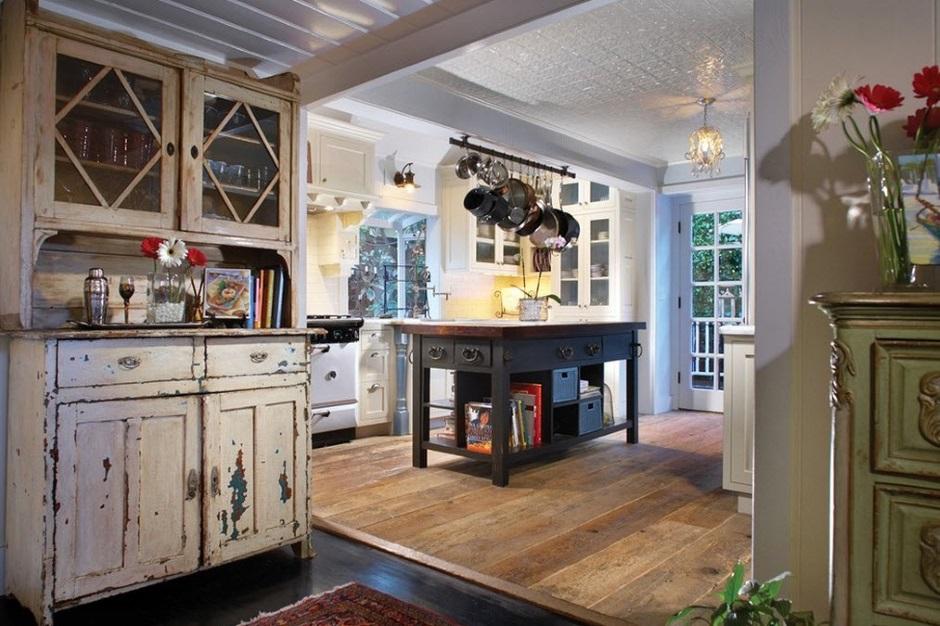 дизайнерское состаривание деревянных шкафов