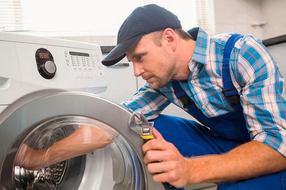 протекает стиральная машина снизу
